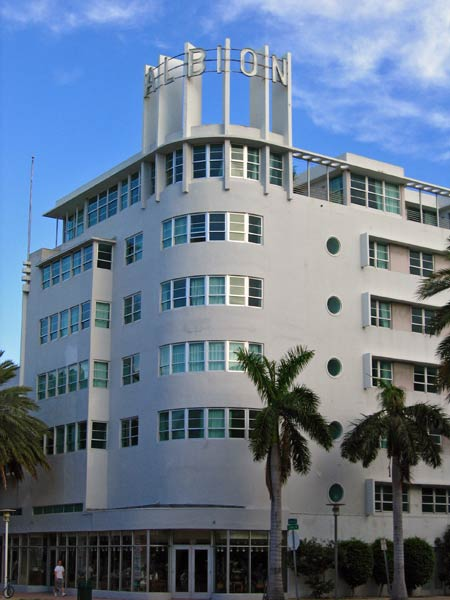 Miami beach for Art deco meubilair